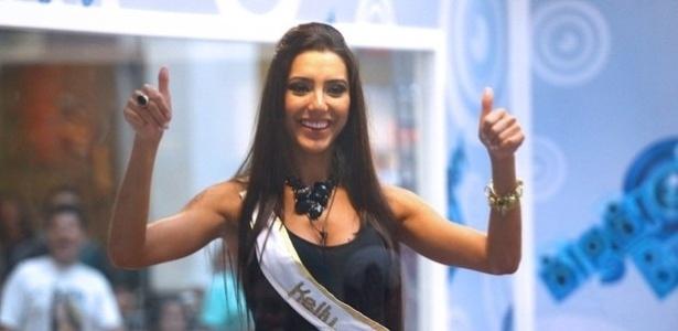 """Kelly Baron, ex-participante da Casa de Vidro do """"Big Brother Brasil 13"""", mora em Curitiba com a família, mas está passando uma temporada no Rio de Janeiro para cumprir a agenda de compromissos, como o desfile de Carnaval com uma escola de samba carioca"""