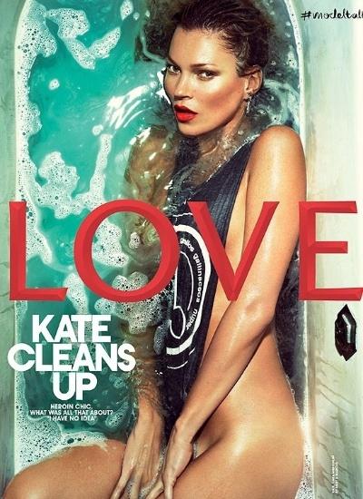 """28.jan.2013 - Aos 39 anos, Kate Moss é capa da revista """"Love"""" com uma pose bem sensual em uma banheira sob o título """"Kate limpa"""", que tem duplo sentido, já que Kate foi ícone do """"movimento"""" heroína chique, nos anos 90, e também já foi flagrada consumindo drogas. Dentro da publicação, a modelo aparece completamente nua"""