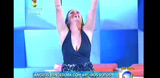 Angelis comemora no momento em que Rodrigo Faro anuncia o resultado final do reality