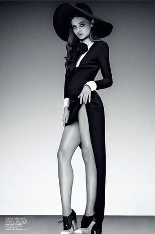 """30.jan.2013 - Esposa do ator Orlando Bloom, a modelo e mãe de dois filhos, Miranda Kerr estrela a capa da revista de moda francesa """"Jalouse"""". A bela foi fotografada para um ensaio em branco e preto, com looks que remetem à década de 1960"""