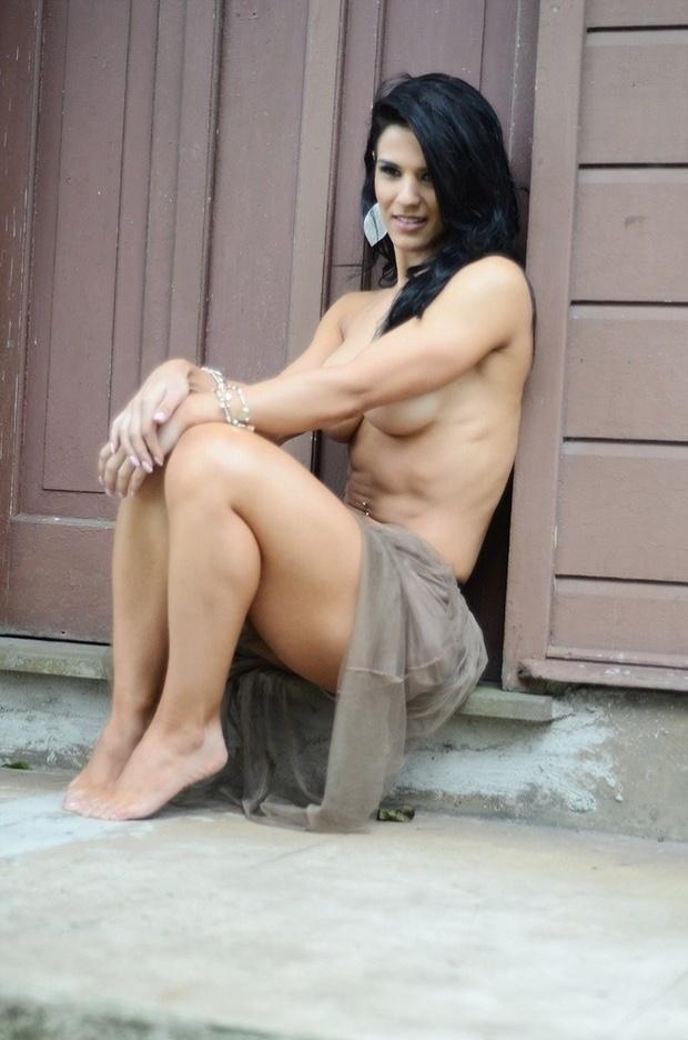 """31.jan.2012 - Eva Andressa, eleita como musa do fitness vai estampar a próxima capa da revista """"Sexy"""". A beldade fez o ensaio fotográfico sensual nesta quarta-feira (30) exibindo o corpão malhado"""