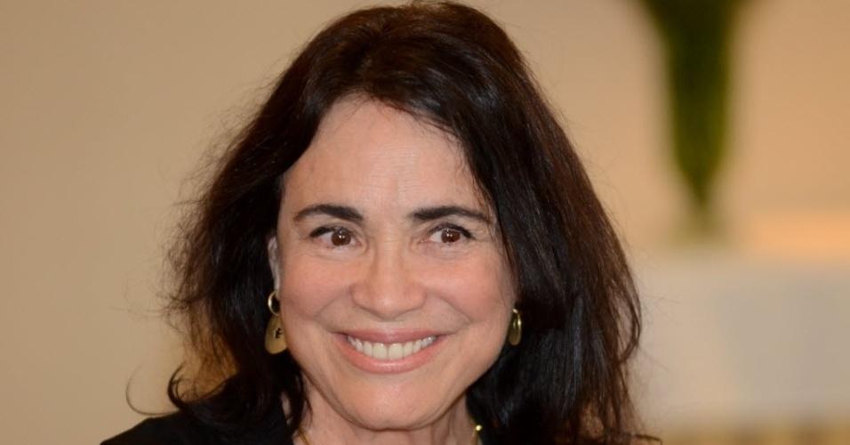 """Em 50 anos de carreira, Regina Duarte atuou em mais de 40 atrações televisivas, apareceu em 16 produções cinematográficas e estrelou 10 peças de teatro. A atriz foi honrada com prêmios como """"Imprensa"""" e """"APCA"""", na categoria de melhor atriz, além do """"Troféu Mário Lago"""", entregue no Domingão do Faustão em 2011. Na imagem, Regina Duarte durante coletiva de imprensa da peca """"Raimunda Raimunda"""",  no Hotel Transamérica (SP), em outubro de 2012"""