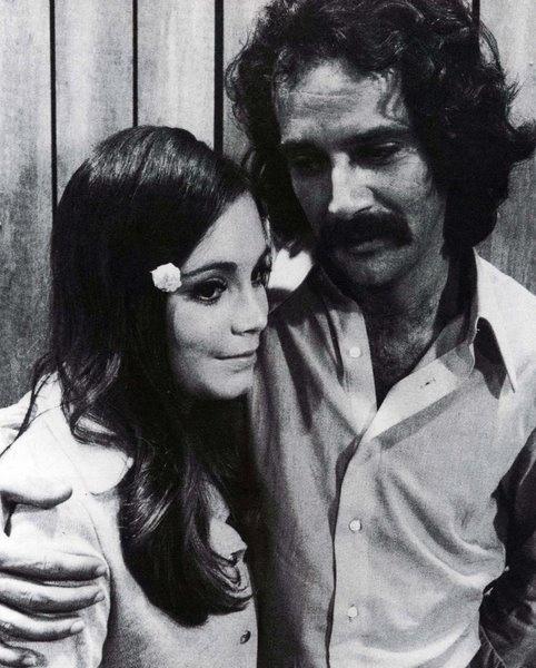 """1971 - Regina Duarte em cena de """"Minha doce namorada"""". Na trama, a atriz vivia uma história de amor com o playboy Renato (Claudio Marzo)"""