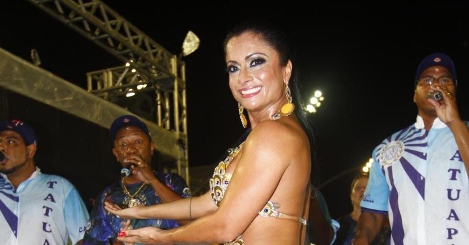 3.fev.2013 - Musa da escola Unidos do Tatuapé Dani Sperle participa do ensaio técnico no Sambódromo do Anhembi neste domingo, em São Paulo