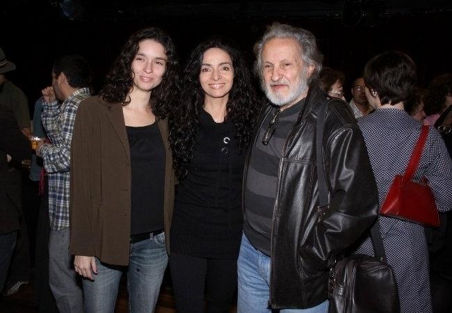 No inicio da década de 80, Cláudia Ohana decidiu se casar com o diretor de cinema Ruy Guerra. Com apenas 16 anos, ela teve sua primeira filha: Dandara. O casal se separou pouco depois. Na imagem, ela aparece ao lado de Dandara (esq.) e Ruy Guerra anos mais tarde