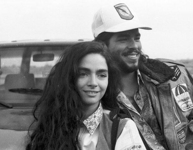 """Outra novela de grande sucesso da atriz na Rede Globo foi """"Rainha da Sucata"""" (1990), em que interpretou a personagem Paulinha. Na foto, ela aparece ao lado de Mauricio Mattar"""