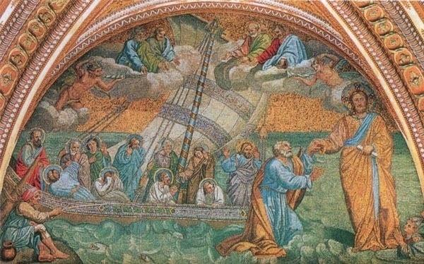 Logo na entrada da basílica de São Pedro está o mosaico de Navicella, obra do século 14 feita por Giotto