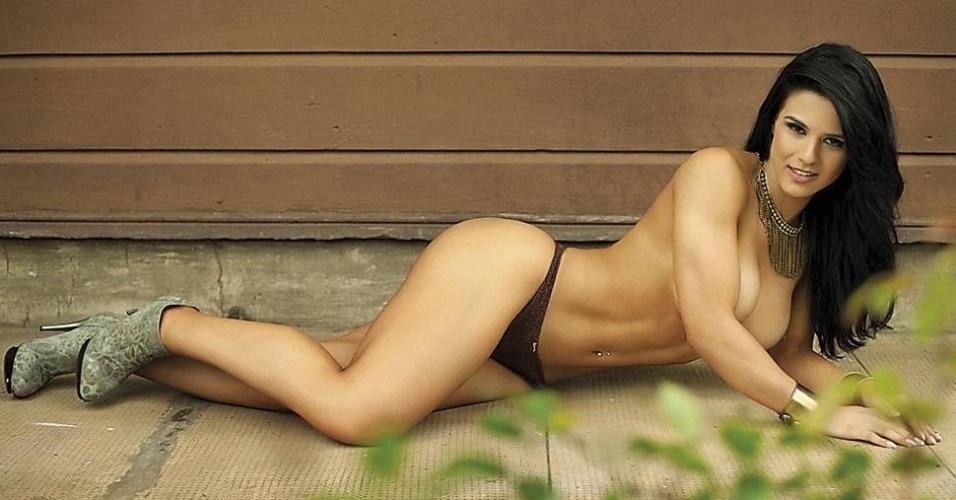 """19.fev.2013 - A revista """"Sexy"""" divulgou nesta terça-feira novas fotos do ensaio realizado com Eva Andressa. Conhecida como musa fitness ela é a capa da edição de março da publicação. Eva já participou de competições de body fitness e o resultado dos treinos podem ser vistos nas curvas da beldade"""