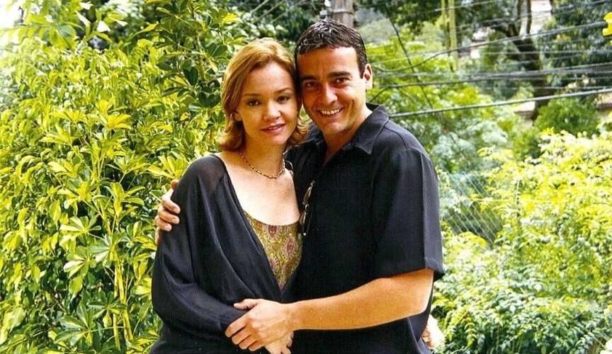 """2002 - Alexandre Borges atuou com a esposa, Julia Lemmertz, na minissérie """"Joana e Marcelo - Amor que Fica"""", do Multishow"""