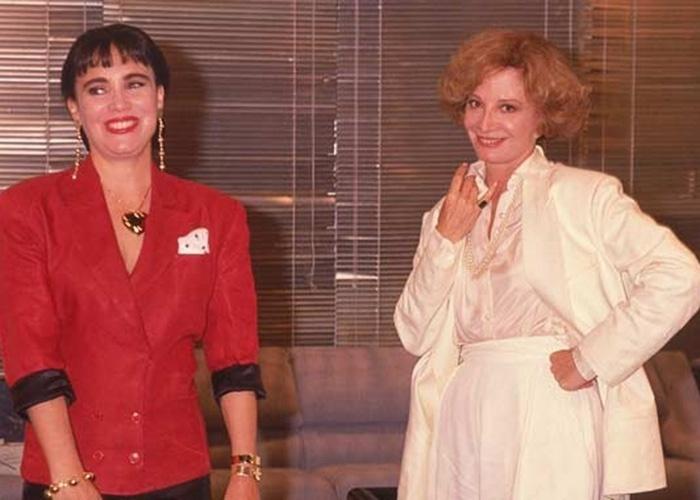 """O sucesso de """"Rainha da Sucata"""" e a influência da lambada ditaram a moda do começo dos anos 90, acessórios enormes e roupas chamativas eram as favoritas de Maria do Carmo (Regina Duarte), que representava o gosto popular na trama global"""
