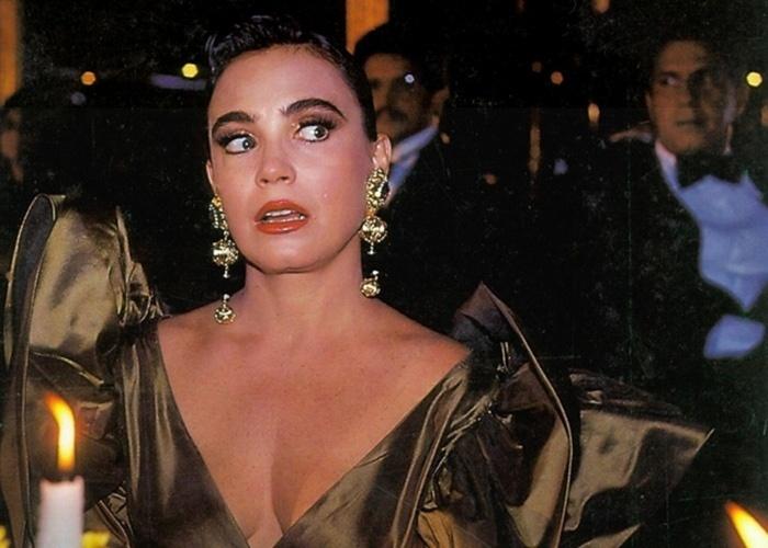 """Os brincos chamativos da personagem Maria do Carmo, de """"Rainha da Sucata"""", faziam sucesso fora das telinhas no começo dos anos 90"""