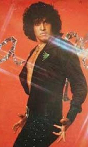 """Sidney Magal foi outro grande nome do """"período de ouro"""" da lambada. No início dos anos 90, o cantor fazia tanto sucesso com o ritmo musical que a faixa """"Me Chama Que Eu Vou"""" virou tema de abertura da novela global """"Rainha da Sucata"""", que foi exibida no horário nobre com a lambada como um dos planos de fundo"""