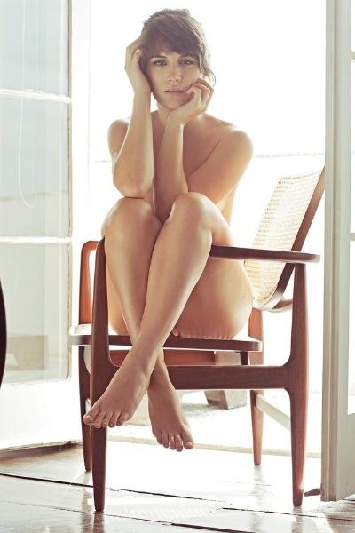 """28.fev.2013 - Bianca Bin posa completamente nua para a """"VIP"""" de março. A capa da revista interpreta, atualmente, a vilã Carolina em """"Guerra dos Sexos"""". A atriz  de 22 anos também já participou das novelas """"Malhação"""", """"Passione"""" e """"Cordel Encantado"""""""