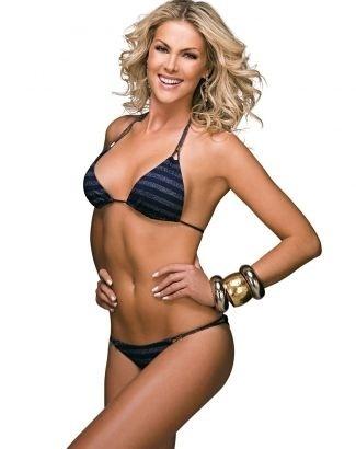 """A apresentadora exibe o corpo perfeito na edição de dezembro de 2008 da revista """"Boa Forma"""". Magra e longilínea, Ana tem 1,85 metro e 68 quilos. (dez.2008)"""
