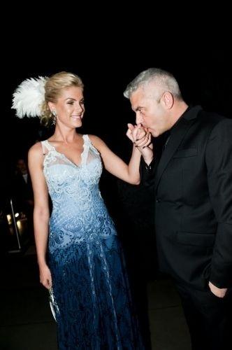 """Ana Hickmann e o marido, Alexandre Corrêa, são fotografados no baile de gala de carnaval da revista """"Vogue"""", realizado no Hotel Unique em São Paulo (11/2/12)"""