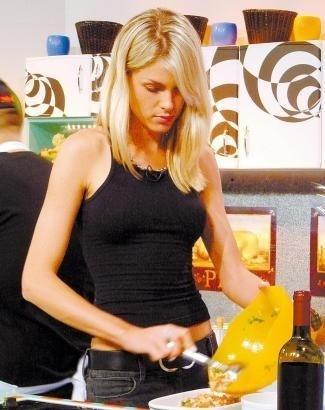 """Ana já demonstrava aptidão para a TV ao participar do programa """"Gordo À Bolonhesa"""", produzido pela MTV (fev.2004)"""