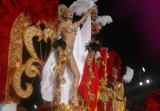 Poderosíssima no Carnaval do Rio de Janeiro, desfilando pela Grande Rio (fev.2004)