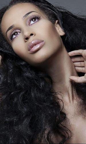 Isis Kink é uma modelo norte-americana que fez a cirurgia de redesignação sexual em 2009. A top também é uma das figurinhas mais requisitadas em desfiles e editoriais de moda