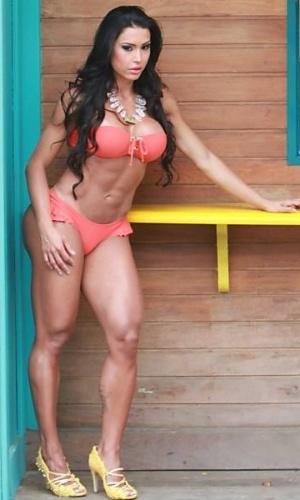 """Gracyanne Barbosa, que foi chamada de """"mulher-perereca"""", tem 60 cm de diâmetro de coxa; (aqui ela posa na praia do Pepe, Barra da Tijuca, no Rio de Janeiro)"""