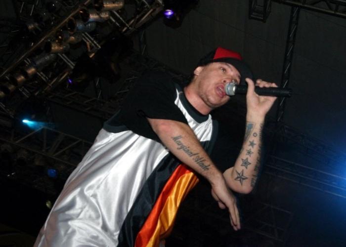 4.jul.2004 - O vocalista Chorão durante apresentação da banda Charlie Brown Jr, em Teresina (PI)