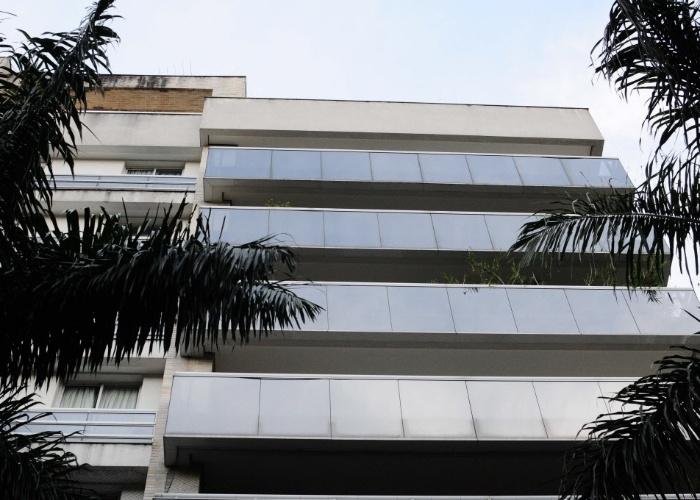 6.mar.2013 - Fachada do prédio onde Chorão, vocalista e letrista da banda Charlie Brown Jr., foi encontrado morto nesta manhã no bairro de Pinheiros (SP)