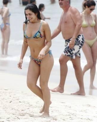 12.jan.2008 - No verão de 2008, Letícia Sabatella chamou a atenção nas areias cariocas. Com o corpo em ótima forma, a morena aproveitou a praia do Leblon, no Rio