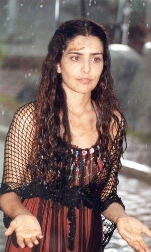 """2001 - A atriz Letícia Sabatella interpretou a personagem Arlete na novela """"Porto dos Milagres"""", da Rede Globo"""