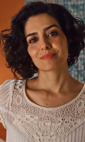 """Mar.2012 - Letícia Sabatella posa para foto no papel da """"Apaixonada de Niterói"""", da série """"As Brasileiras"""" da rede Globo"""