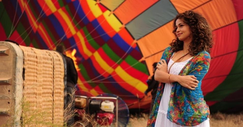 """4.jul.2012 - A atriz Nanda Costa grava cena de """"Salve Jorge"""" em uma das passagens de Morena pela Turquia"""