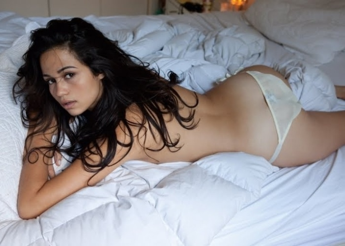 """Abril de 2010 - A atriz Nanda Costa posa para ensaio sensual da revista """"Trip"""" de 2010"""