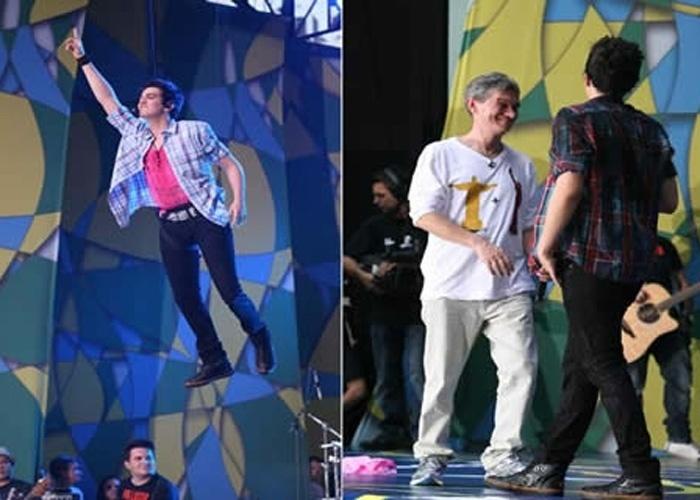 """4.set.2011 - Luan Santana se apresenta no """"Brasilian Day"""", seu primeiro show internacional. Na imagem à esquerda, o cantor """"voa"""" durante performance. À direita, posa com o apresentador Serginho Groisman"""