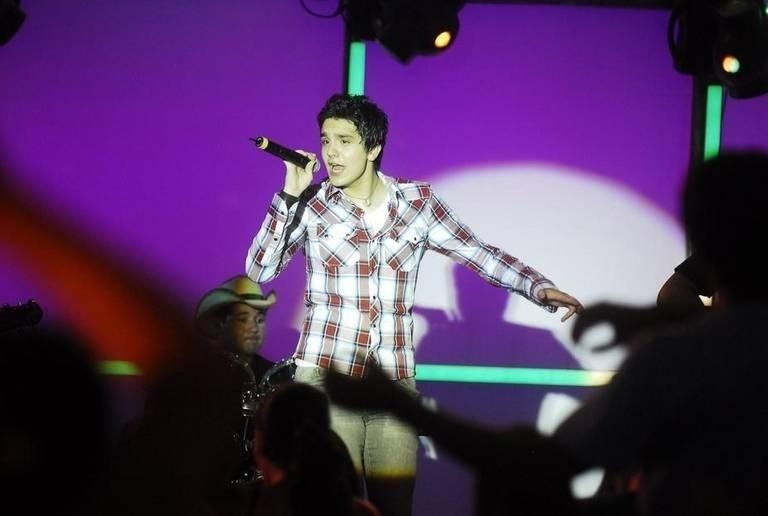 """Jan.2010 - Luan Santana interpretou ele mesmo em participação na novelinha """"Malhação"""""""