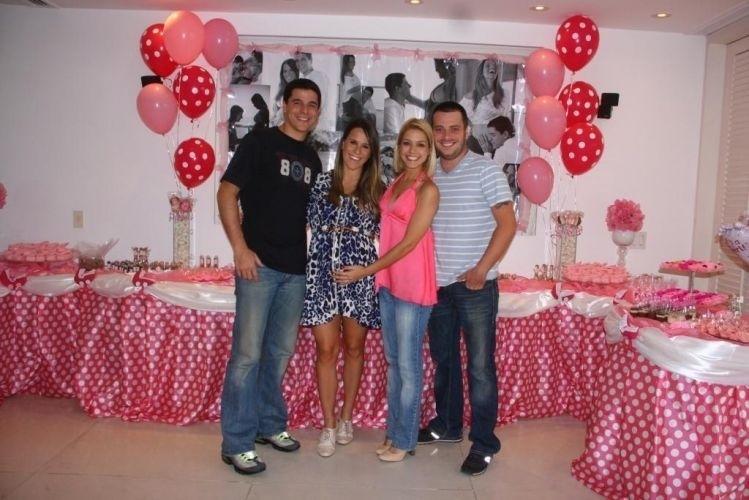 17.jul.2011 - Thaís Fersoza comparece ao Chá de Bebê promovido por Fernanda Pontes