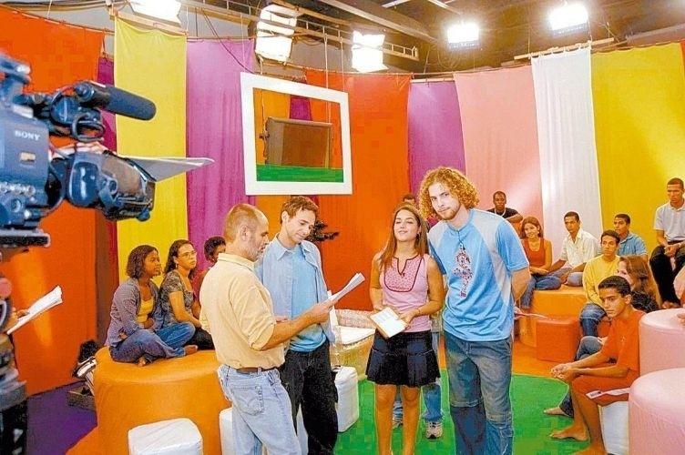 2004 - O diretor Mario Bandarra orienta Jairo Bouer, Thaís Fersoza e Thiago Fragoso em gravação de