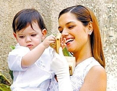 """2005 - Atriz Thaís Fersoza como Mariana em cena da novela """"Os Ricos Também Choram"""", do SBT"""