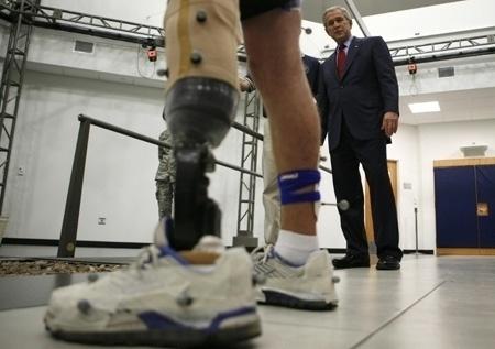 O militar norte-americano Nicholas Clark perdeu uma perna na Guerra do Iraque