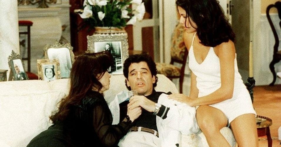"1997 - Luiza Tomé (à esq.), Paulo Betti e Nívea Stelmann (à dir.) na novela ""A Indomada"""