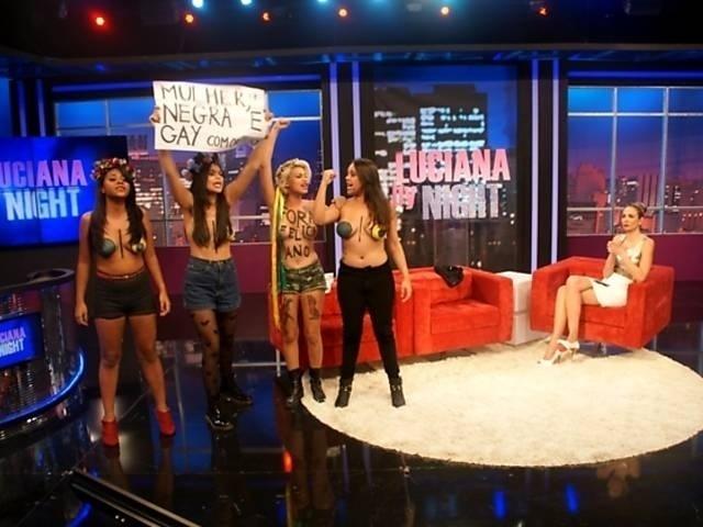 24.abr.13 - Luciana Gimenez recebeu as brasileiras integrantes do grupo Femen Sara Winter e Ana Luiza em seu programa,