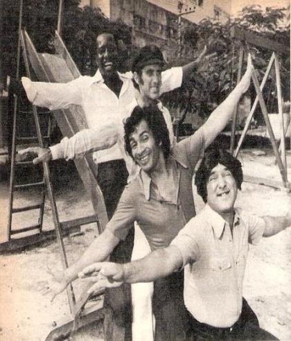 """De baixo para cima: Zacarias, Dedé Santana, Didi e Mussum na consagrada série """"Os Trapalhões"""", exibida na TV Tupi (1975)"""