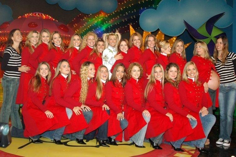 Todas as paquitas: Em 2006, a Globo apresentou o 'Especial Xuxa 20 Anos'. Em um dos momentos do programa, várias paquitas apareceram e prestaram homenagem a Xuxa, incluindo Andréia Sorvetão, que aparece grávida na foto (em pé, à dir.