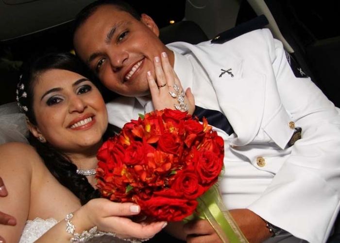 """Agatha Loren Souza Pereira Ribeiro e Carlos Eduardo Dutra Ribeiro escolheram o dia 23 de outubro de 2010 para a data do casamento, que aconteceu em Mauá (SP). """"Foi lindo!"""", conta a noiva."""