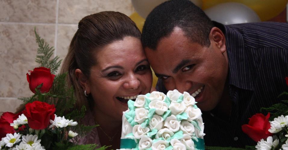 """André Luis se casou com Andréa Uchôa no dia 16 de novembro de 2011. """"Convidei os amigos mais íntimos e fiz uma festa surpresa na casa da minha sogra. Minha esposa ficou muito emocionada"""", conta o noivo."""