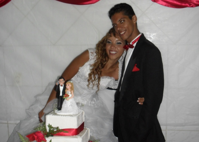 """Cátia Néri e Rivas de Carvalho se casaram em Salvador (BA), no dia 16 de dezembro de 2011. """"Nos conhecemos em minhas férias na cidade. Dois anos depois nos casamos"""", conta a internauta."""