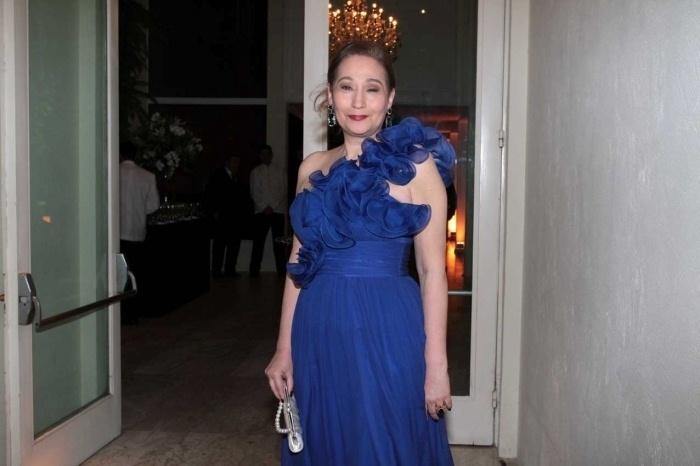 Nov.2012 - Sônia Abrão escolheu um vestido azul para ser madrinha de casamento da modelo Patricia Limonge com o deputado Rogério Nogueiro