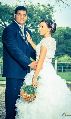 """Silas Penna e Gislene Chaves se casaram após 2 anos de namoro. Eles escolheram o dia 5 de janeiro de 2013 para oficializar a união. """"Foi o dia mais maravilhoso das nossas vidas, não há palavras que possam descrever essa benção que Deus nos deu"""", relata a noiva."""