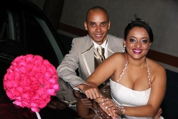 """Douglas Cesar Gomes e Aline Cristine são de Santo André (SP). Eles se casaram no dia 6 de abril de 2013. """"Nosso casamento é a realização de um grande desejo nosso e de nossa família, pois foram dez anos de namoro para eu ter o dia mais feliz da minha vida"""", relata Aline."""