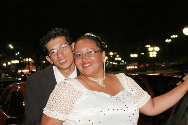 """Luciano Ueno da Silva Santos e Daniele Fernanda Marques se casaram em Osasco (SP), no dia 2 de março de 2013. """"O dia mais especial de nossas vidas"""", conta a noiva."""