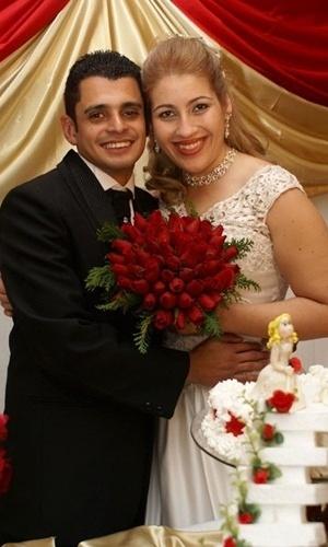 """""""Nosso matrimonio foi maravilhoso, uma bênção de Deus, foi uma data muito especial em nossas vidas, quando foi selada com Deus a nossa aliança"""", relata Ana Maria sobre o casamento dela com Ricardo Santos, em Mauá (SP)< no dia 25 de julho de 2009."""