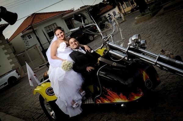 """O casamento de Gabriel Carvalho Alvarenga e Aline Bebiano Martins Alvarenga ocorreu em Perdões (MG), no dia 29 de dezembro de 2012. """"Foi um momento inesquecível, que marcou nossas vidas"""", relata Aline."""