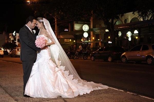 O casamento de Guilherme Agulhari Gonçalves e Vanessa Bruscki aconteceu em Bauru (SP), no dia 22 de setembro de 2012.